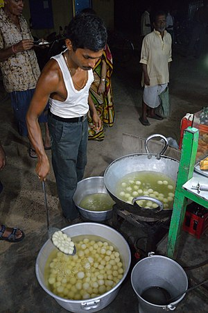 Rasgulla - Image: Gopal Maishal Rasgulla Preparation Digha East Midnapore 2015 05 02 9579