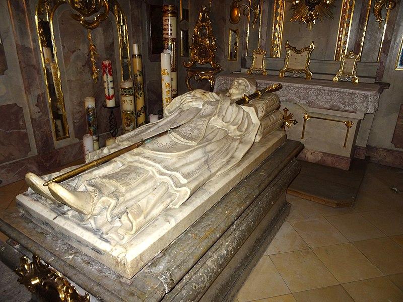 Ulriks sarkofag i krypten i kirken Ss Ulrich und Afra