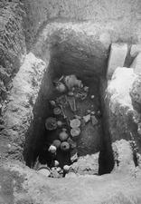Grav 23, bottenstratum in situ. Amathus. Agios Tychos - SMVK - C02311.tif