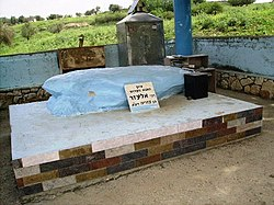 Grave of Rabbi Eleazar ben Azariah.JPG