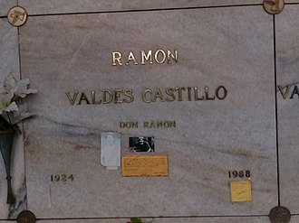 Ramón Valdés - Valdés's crypt with wrong birthdate at Mausoleos del Ángel in Mexico City