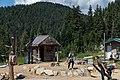 Grouse Mountain Lumberjack Axtwurf (29786058497).jpg