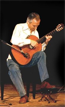 Guitarist John Williams in performance (Cordoba, 1986).jpg