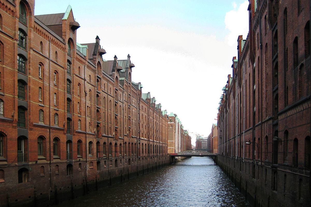 ハンブルクの倉庫街とチリハウスを含む商館街の画像 p1_2