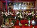 HK STT Shek Tong Tsui 屈地街 Whitty Street Wing Wah Mansion 天福慈善社 red Temple flowers July-2015 DSC.JPG