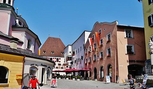 Oberer Stadtplatz in der Altstadt von Hall in Tirol