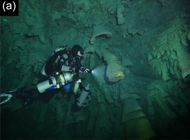Hells Bells (cave formations) 640px-Hells_Bells-A