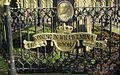 Het hek om de Wilhelminaboom bij de Hervormde kerk in Ouderkerk aan de IJssel..jpg