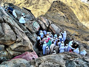 Hira - People entering the cave.