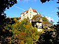 Hoch auf einem Felsen - die Burg Rabenstein.JPG