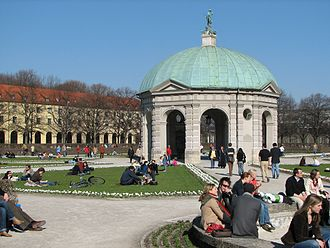 Hofgarten (Munich) - The Hofgarten is a very popular spot, shown here on the first sunny weekend in spring