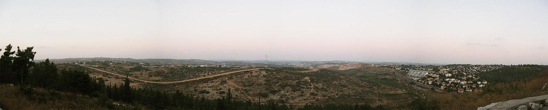 השומרון מיער חורשים. מימין היישוב אורנית ונחל קנה
