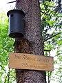 Hostivařský lesopark, ptačí budka a nadmořská výška.jpg