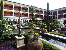 De tuin van het hotel