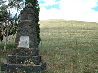 Mount Fraser (Australia) - Hume and Hovell memorial at the bottom of Mount Fraser