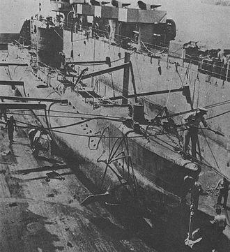 Type 3 submergence transport vehicle - Yu 3 docking to USS Rushmore (1945)