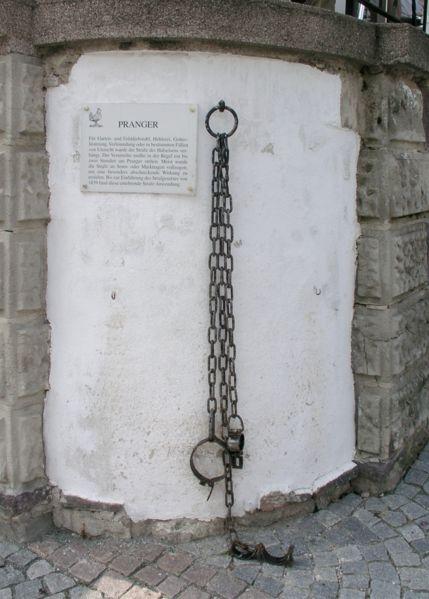 Halseisen am Ilmenauer Rathaus