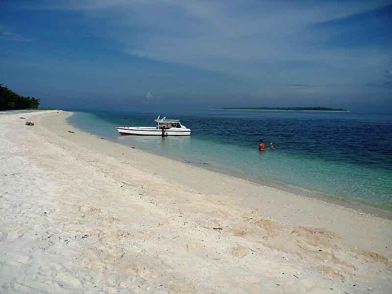 Isla Great Santa Cruz.JPG