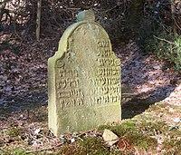 Jüdischer Friedhof Schwelm - Grabstein mit Barockmotiven.jpg