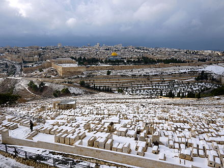 View from the Mount of Olives overlooking the old city of Jerusalem during the snowfall of the 2013 cold snap Jerusalem snow! (11357248385).jpg
