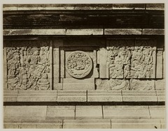 KITLV 28305 - Isidore van Kinsbergen - Relief with part of the Ramayana epic in front of Panataran, Kediri - 1867-02-1867-06.tif