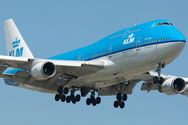 Из-за ветра и дождя авиакомпания KLM отменила 72 рейса