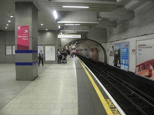 King's Cross St Pancras stn Circle clockwise look anticlockwise 2012