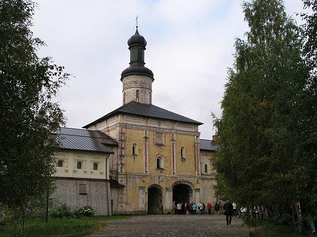 http://upload.wikimedia.org/wikipedia/commons/thumb/d/d1/Kirillo-Beloserski-Kloster_Heiliges_Tor.jpg/640px-Kirillo-Beloserski-Kloster_Heiliges_Tor.jpg