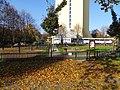 Kobylisy, Burešova 12, dům s pečovatelskou službou a venkovní posilovna (02).jpg