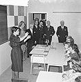 Koninklijk paar bezoekt Volksmuziekschool, Bestanddeelnr 913-4812.jpg