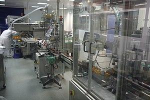 Drug distribution - Image: Laboratoires Arkopharma Chaine de conditionnement remplissage piluliers