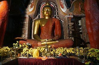 Lankatilaka Vihara - A Buddha image with Makara Thorana