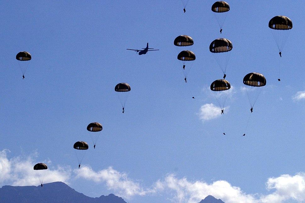 Largage parachutistes