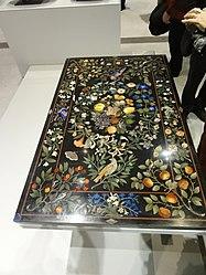 Français: Plateau de table à décor floral