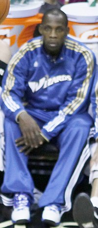 Lester Hudson on bench with Wizards.jpg