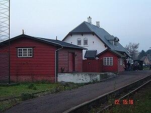 Lille Syd - Image: Lille Skensved station med varehus, enderampe og signalhus i forgrunden