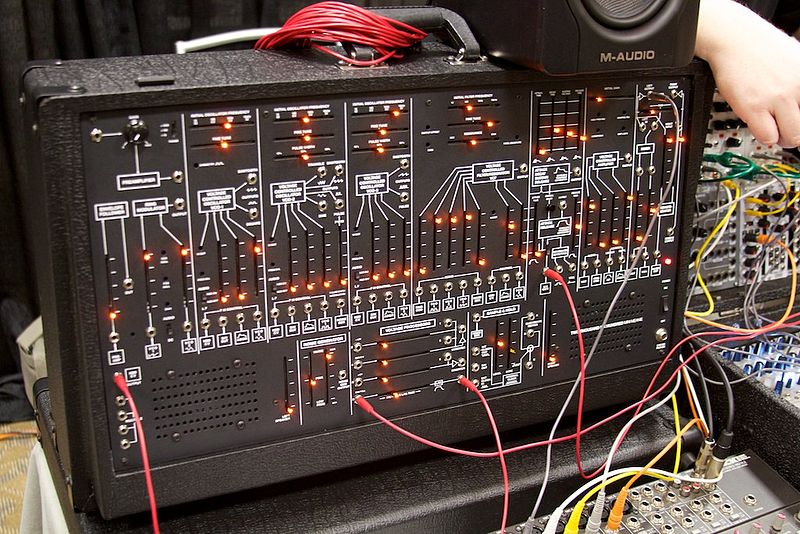 File:Low-Gain Electronics TTSH (ARP 2600 clone) - Knobcon 2014.jpg