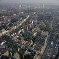 Luchtfoto van de Nieuwegracht en de Lange Nieuwstraat, gezien vanaf de Domtoren - Utrecht - 20383196 - RCE.jpg