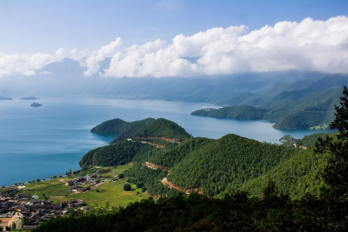 Lugu Lake view from cable car, August 2018.jpg