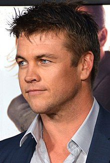 Luke Hemsworth  - 2018 Dark brown hair & chic hair style.