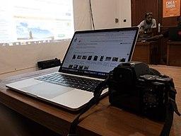 Macbook pro et appareil photo.jpg