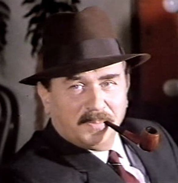By Utente:Kiado (File:Maigret a Pigalle (1967) Gino Cervi.jpg) [CC BY-SA 3.0 (Public domain)], via Wikimedia Commons