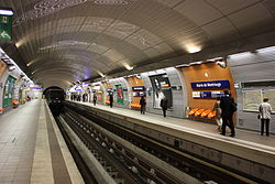 Mairie de Montrouge - Paris Metro 5714.JPG