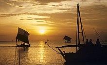 Makassar proas (cropped).jpg