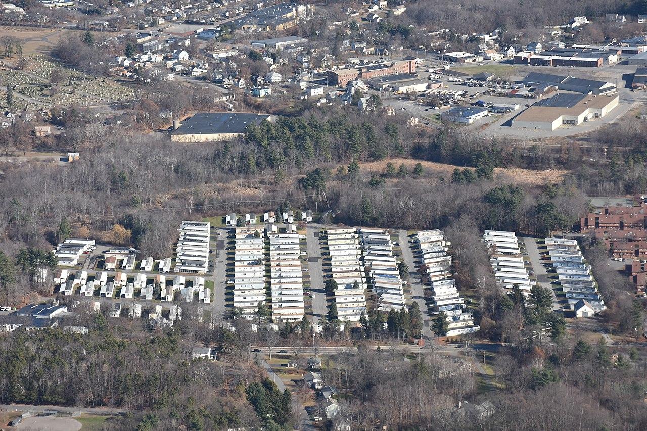 File:Meadowbrook Acres Mobile Home park Leominster.JPG - Wikimedia ...