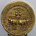 Medaglione di diocleziano e massimiano ercole, oro, con quadriga di elefanti, soldati e vittoria.JPG