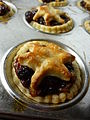 Mince pies with star pastry decoration, December 2009.jpg