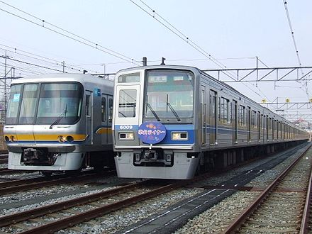 [Obrazek: 440px-Model_07_of_Tokyo_Metro_%26_Model_...ailway.jpg]