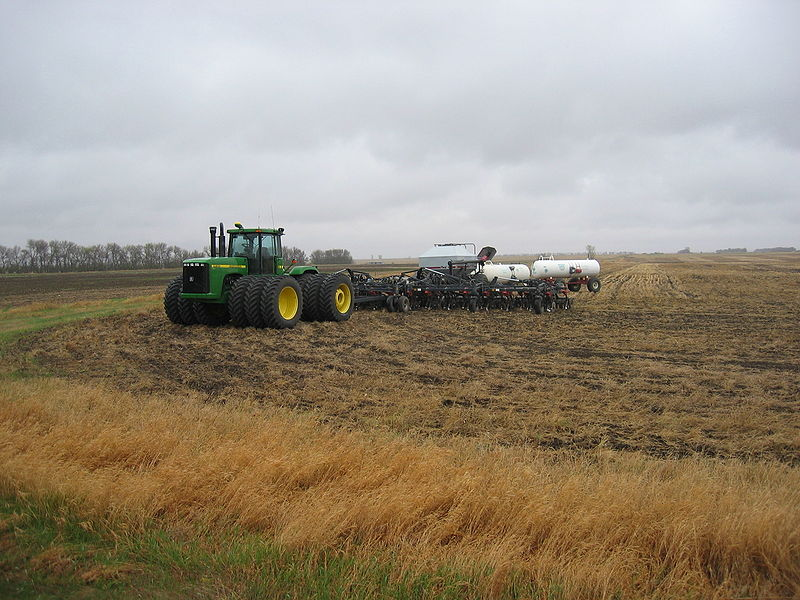 800px-Modern_John_Deere_Tractor_IMG_0401.JPG
