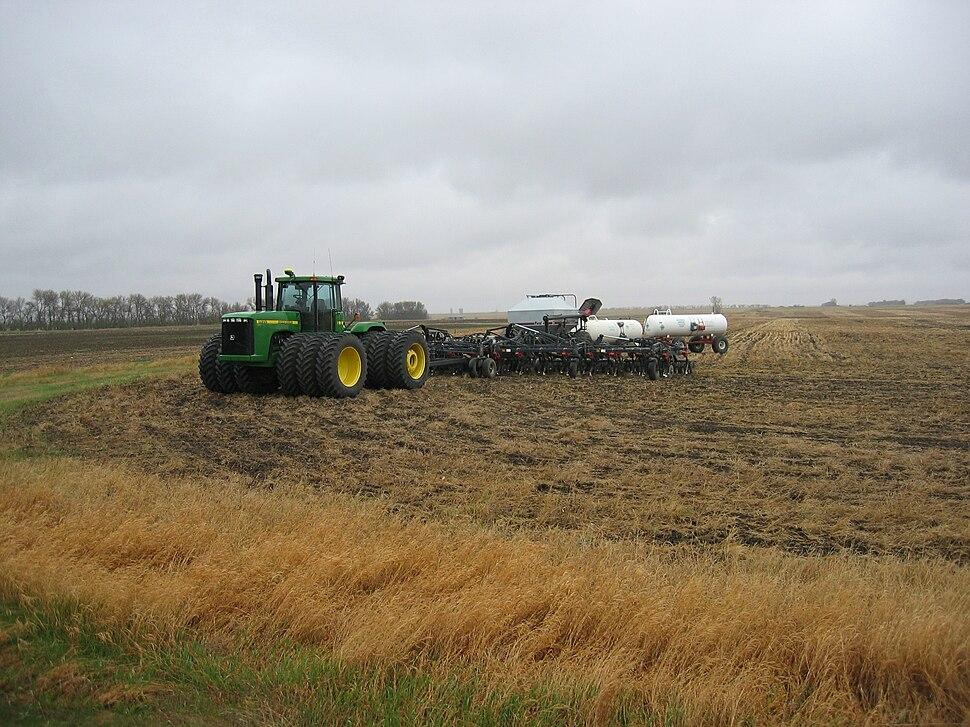 Modern John Deere Tractor IMG 0401